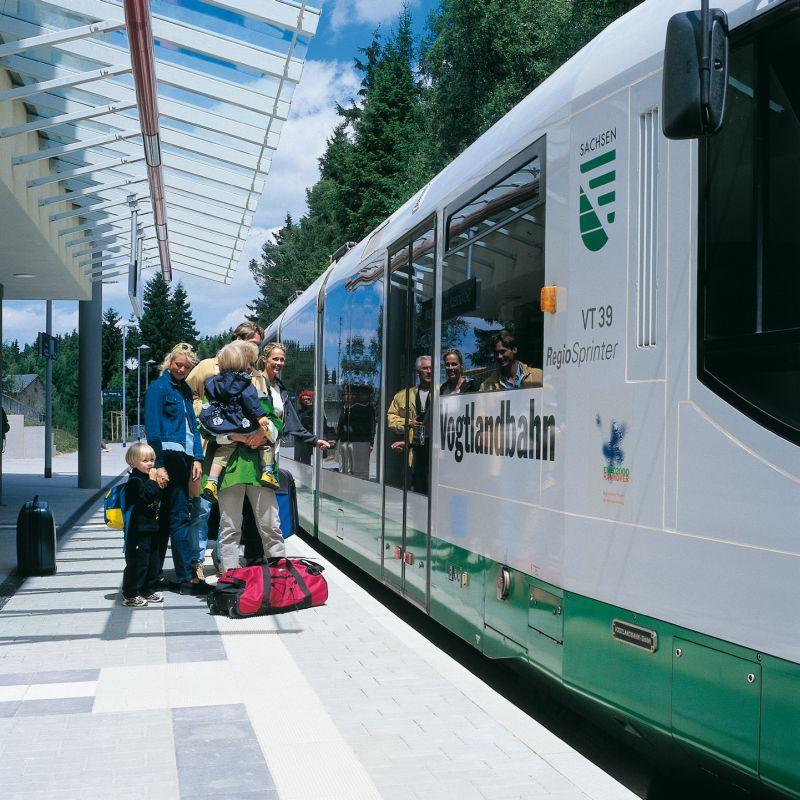 Stanice vlaku VOGTLANDBAHN / IFA SCHÖNECK